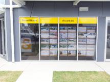 real-estate_window-display