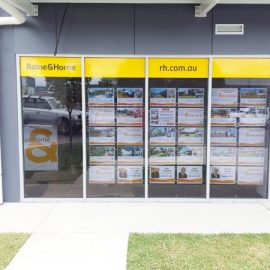 Real-estate_window-display